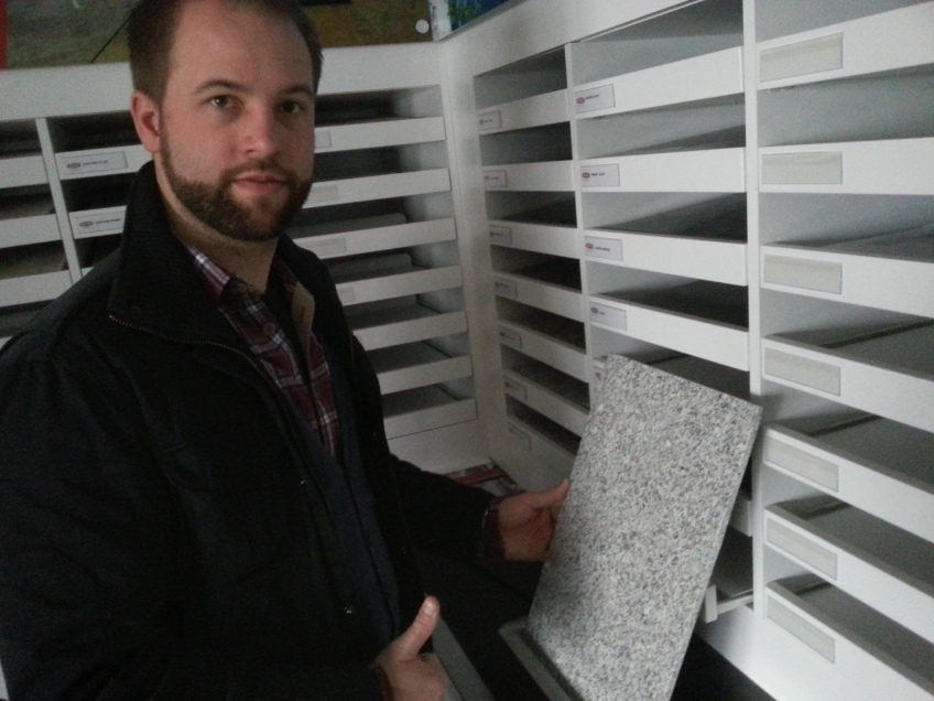 Lennart im Fassaden Showroom